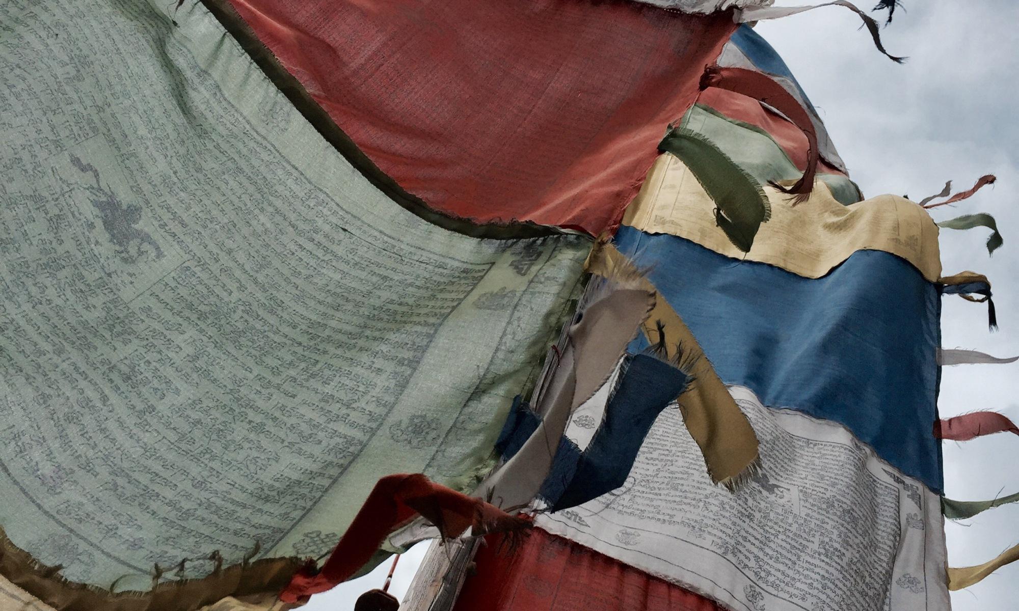 gebetsflaggen im wind