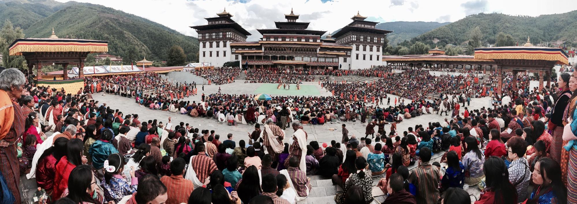 traditionalle tänze während des tsechu in thimphu, bhutan